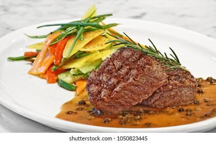 filet au poivre vert with vegetables
