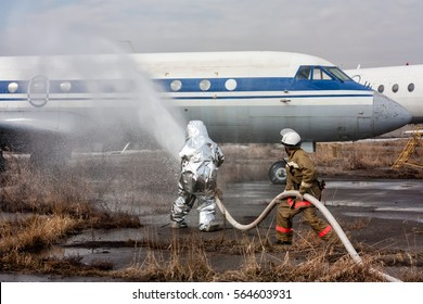 Fill the plane with fire-fighting foam after emergency landing