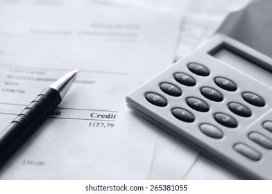 finance stats, bill with calculator