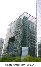 financial buildings in canary wharf