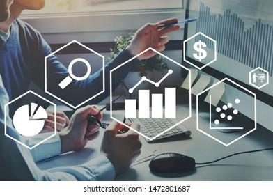 Finanzdiagramme, Unternehmensanalytik und Intelligence-Konzept, Gewinnanalyse und Finanzerfolgsanalyse von Unternehmen