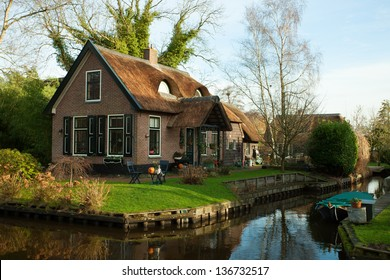 Fine country view in Giethoorn, Netherlands.