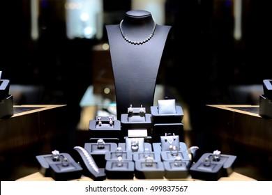 Fine necklace Diamond Jewelry Display window