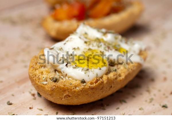 Finger food: Mini friselle with various seasoning
