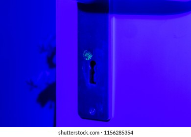 fingerprint near the keyhole on a door, housebreaking