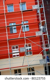 Finishing painting the facade of the building, disassembling scaffolding construction