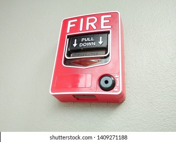fire alarm notifier on the wall
