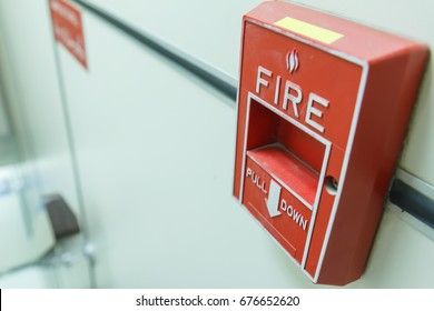 Fire alarm used in case of emergency, fire must install in industrial plants, hotels, offices and other,Preventing / warning people to evacuate of emergency case.It is a universal standard worldwide.