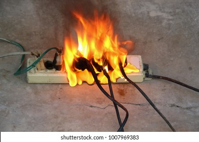 The fire was caused by a short circuit.Electricity short circuit.