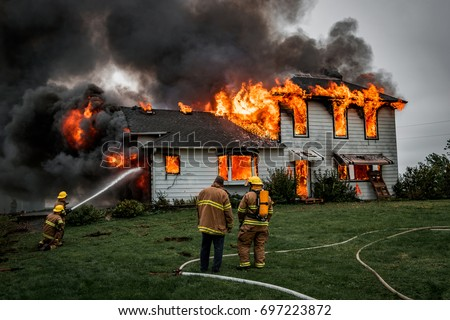 fire fighters putting out house fire の写真素材 今すぐ編集