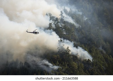 Fire fighting helicopter at the Lodge Fire, Northern California, August 2014