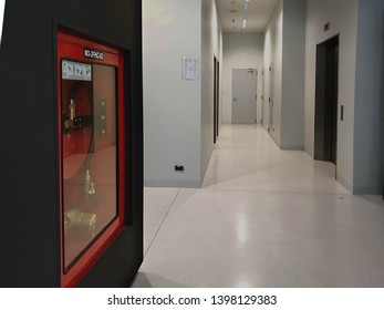 Fire hose reel and fire hose cabinet