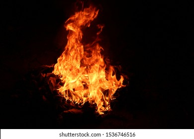The fire resembled a large pile of red water droplets burning on a black background.