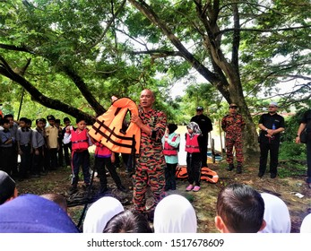 Firefighter demonstration on water safety to school kids at Pulau Seratus