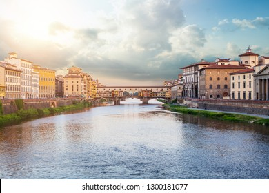 Firenze landmarks. View of stone bridge Ponte Vecchio and the Arno River from the Ponte Santa Trinita (Holy Trinity Bridge) in Florence, Tuscany, Italy