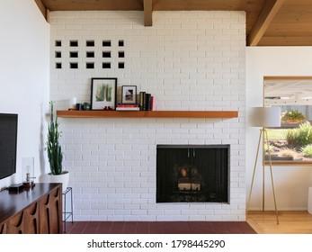Kamin und Innenansicht des modernen Hauses in Portland, Oregon.
