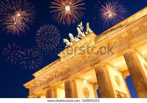 Brandenburger Feuerwerk am Vorabend des neuen Jahres