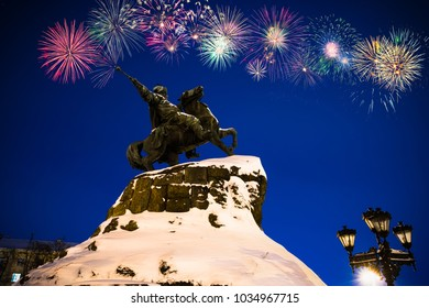 Fireworks display near Bohdan Khmelnytsky Monument in Kiev | Ukraine