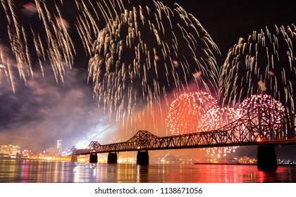 Fireworks at the Thunder Over Louisville, taken from Indiana side of river.