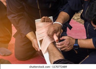 the first aid unit splint the broken bone leg in the emergency time