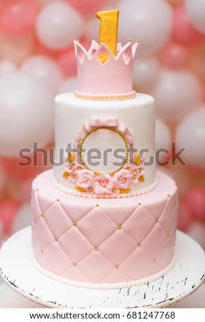First Birthday Princess Cake With A Crown On Top Pink And White Balloons At The