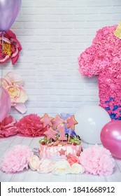 First birthday smash the cake. Kids birthday party decoration. Cake Smash first year concept. birthday greetings. Balloons