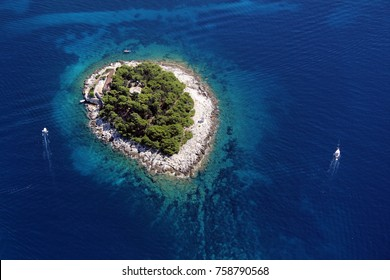 The first in a row of all Pakleni islands, at the very entrance of the port of Hvar is Galesnik. From this little island there is the most beautiful view at the town of Hvar.