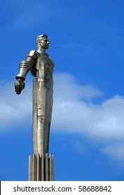 first russian astronaut Yuriy Gagarin monument in Moscow