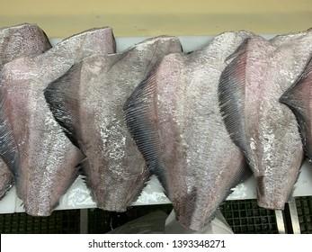 Fish red salmon, cod, coal, frozen, the rise of the trawl, the cod's head, halibut Treasury. All fresh.