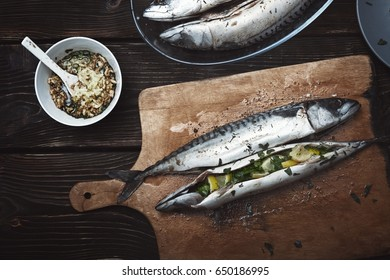 Fish stuffed by lemon and herbs with pepper