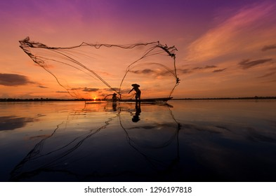 Fishermen find fish in the lake.sunset background