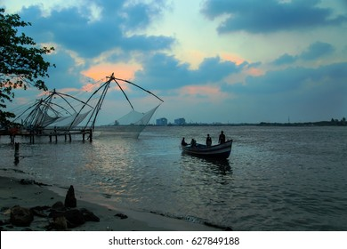 Fishermen are throwing Chinese nets, Fort Kochi, Kerala state, South India - 28/03/2017.