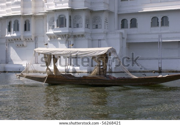 Fishing boat in front of Lake Palace Hotel on Lake Pichola