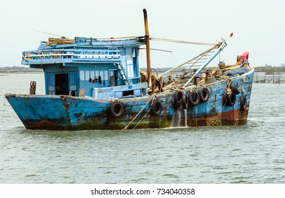 The fishing boat leaves on fishing