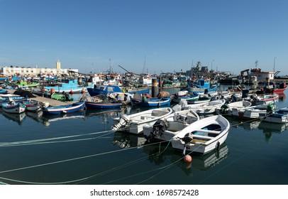 fishing and boats at setúbal dock