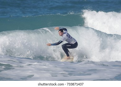 Fistral Beach, Newquay, Cornwall, UK. 13th October, 2017. Surfers take part in Day 1 heats of the British University and College Sports Surfing Competition. Numerous college surfers attended the event