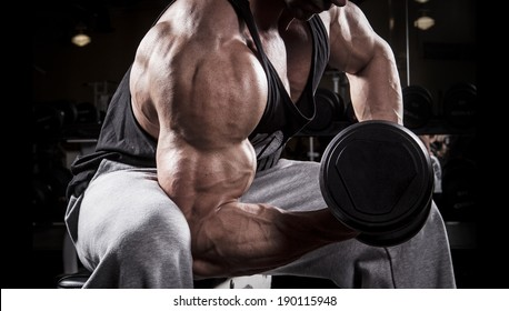 Fit men training his bicep at the gym