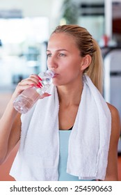 Fitnes woman relax with water bottle after exercise