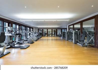 Fitnesscenter-Interieur. Gymnastik
