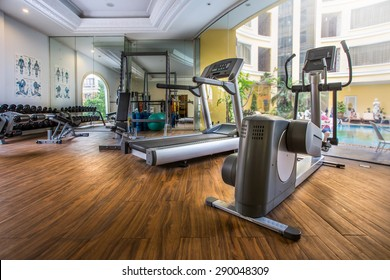 Fitness center with traineger equipments with a view to the pool
