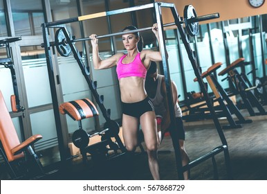 Fitness couple exercising in gym.