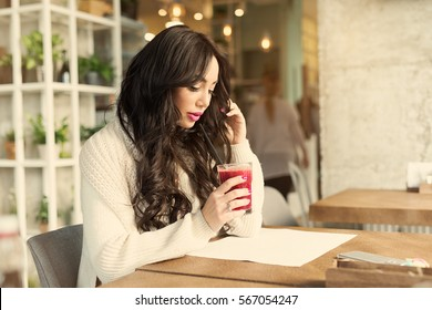 Fitness Food. Healthy Woman On Diet Drinking Fresh Detox Juice, Smoothie For Breakfast. Closeup Of Beautiful Smiling Girl With Fruits And Weight Loss Drinks. Nutrition Concept