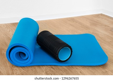 Fitness gym mat and roll