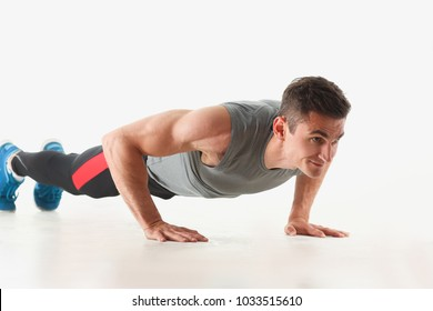 Fitness man wringing from the floor demonstrates