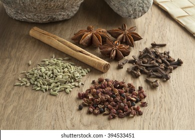 Five spices to make chinese five-spice powder