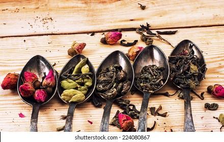 Five varieties of loose tea tea spoons.Tea concept with teaspoons