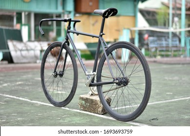 Fixie bike full black custom simple