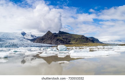 Fjallsarlon is a glacier lake at the south end of the Icelandic glacier Vatnajokull. Some ice-bergs are drifting by on its surface./ Fjallsarlon Glacier Lake/2017