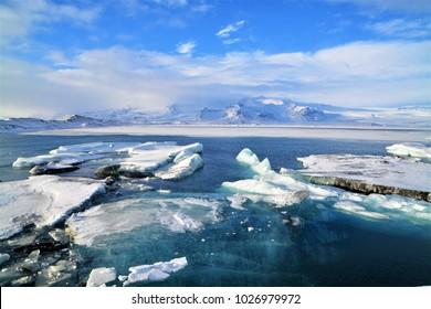 Fjallsarlon lagoon, glacial lake, island
