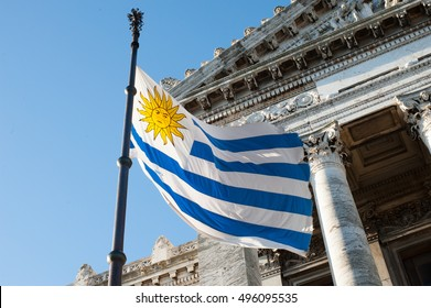 Flag and Congress in Uruguay, beautiful place!